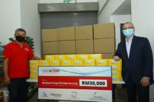 Read more about the article Novo Nordisk sumbang RM30,000 dan 66,000 pelitup muka kepada Kechara Soup Kitchen Society